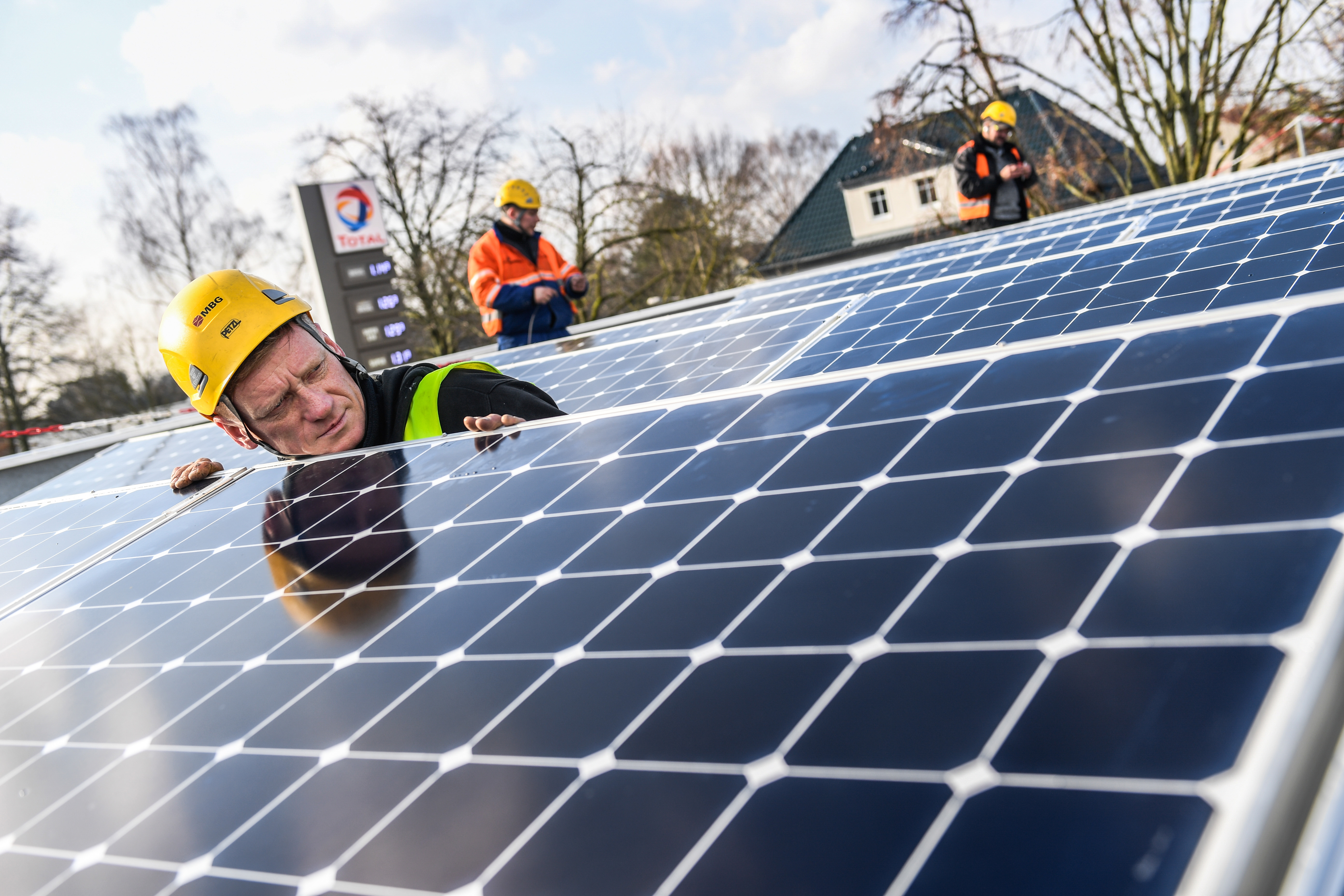Solar energy for TOTAL service stations