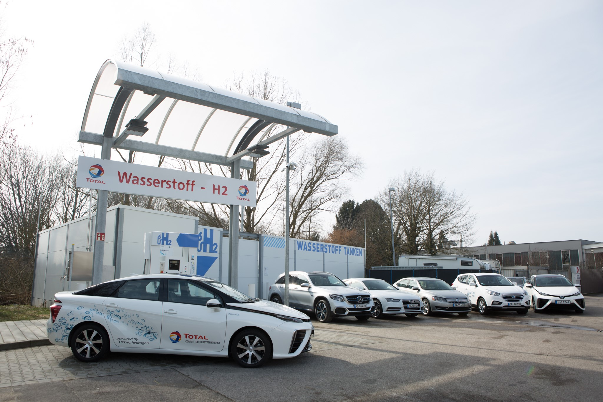 H2 service station in Ingolstadt with hydrogen vehicles