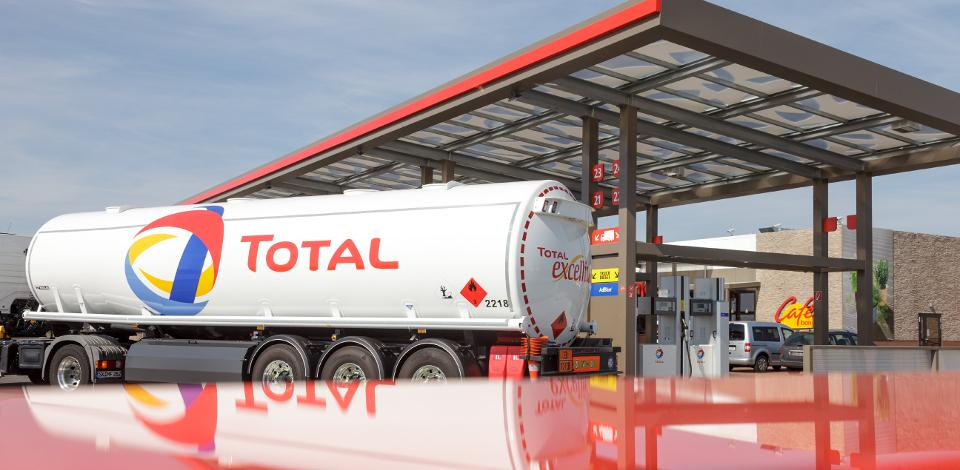 Delivery of fuel at the TOTAL service station at BER-Airport